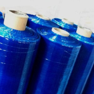 O filme stretch azul serve para identificação de produtos e mercadorias para ser selecionadas ou fazer acabamentos, também serve para ocultar mercadoria em pallets. O filme stretch tem características de elásticidade que comprimem as embalagens ao retornarem ao seu estado original.