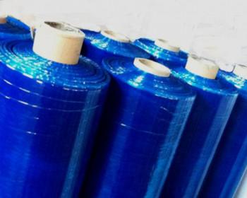 O filme stretch azul serve para identificação de produtos e mercadorias, fazendo a seleção ou o acabamento dos mesmos. Também serve para ocultar mercadoria em pallets e tem características de elásticidade, que comprimem as embalagens ao retornarem ao seu estado original.
