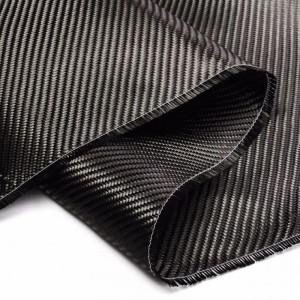 O tecido carbono tem papel na indústria automobilística com a modelação de peças no setor de protótipos e modificações, melhoramento e testes. Com resistência a impactos e elevadas pressões, o tecido fibra de carbono tem um comportamento 100% inalterado.