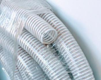 A mangueira Kanaflex flexível KEF é atóxica e super flexível nas funções de abastecimento e sucção. A Kanaflex KEF é transparente com espiral branco e fio antiestático em cobre entre a parede, evitando a eletricidade estática.
