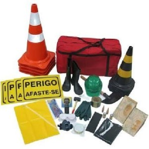 O kit de emergência para caminhão NBR é um conjunto de equipamentos selecionados e de eficácia para uma eventual situação onde possa ocorrer vazamento de produtos considerados perigosos, os quais vão ser neutralizados.