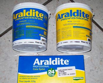 O Araldite Profissional tem um poder de adesão por ser epóxi e perfeita flexibilidade comprovada e testada a todo tempo. O item possui uma extensa linha de produtos que pode ser usada em oficinas mecânicas e de construção.