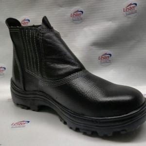 A Lester é distribuidora de botinas Bracol em todo território nacional com estoque permanente e ágil. Trabalhamos com botinas e sapatos Bracol com bico de aço, elástico e de amarrar.