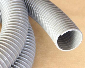 Ideal para o encaixe em máquinas de lavar roupas, a mangueira Kanaflex flexível KEL-B possui parede interna lisa, deixando-a apta para as próximas aplicações. Esta é distribuída em rolos ou peças montadas com a luva em questão.